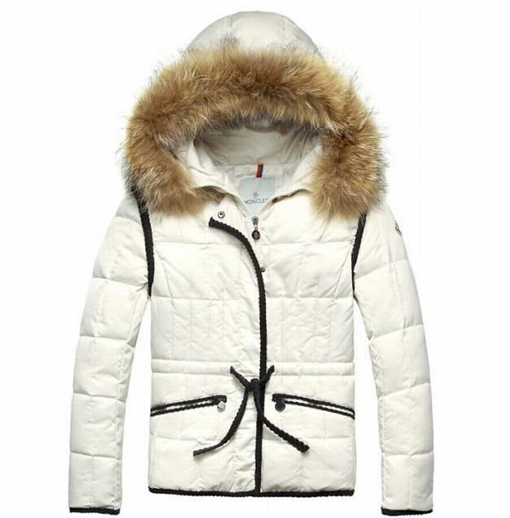 Moncler Gamme Rouge 03 Women Coats Cream White